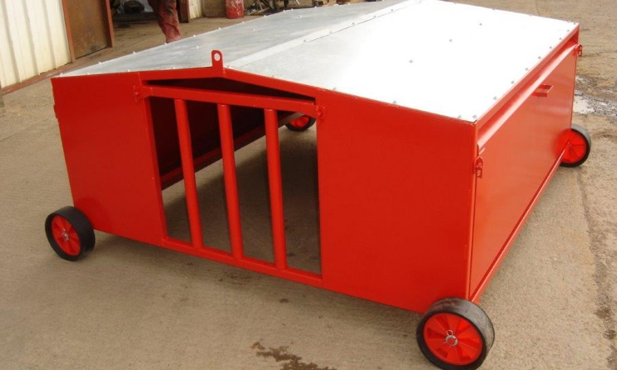 galvanised creep sheep or lamb feeders for finish feeding available in agricultural feeder painted